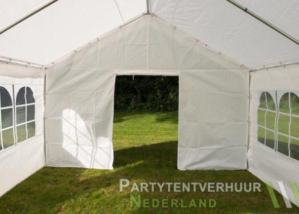 Partytent 4x4 meter binnenkant met deur open - Partytentverhuur Roosendaal